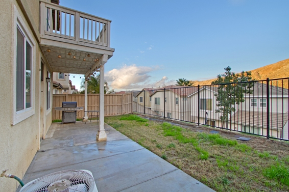33510-cedar-creek-lake-elsinore-ca-92532-backyard-patio-balcony