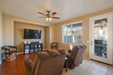 33510-cedar-creek-lake-elsinore-ca-92532-family-room
