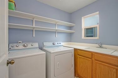 33510-cedar-creek-lake-elsinore-ca-92532-laundry-room