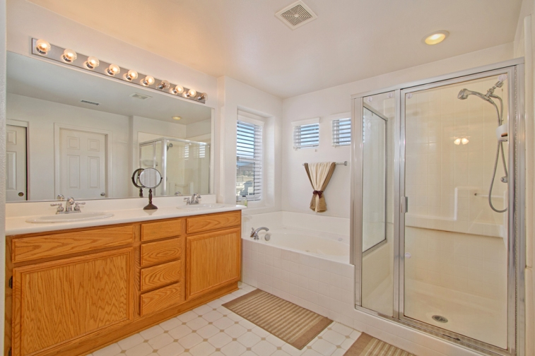 33510-cedar-creek-lake-elsinore-ca-92532-master-bath